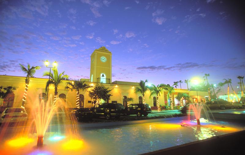 night-fountain-plaza-san-jose-del-cabo